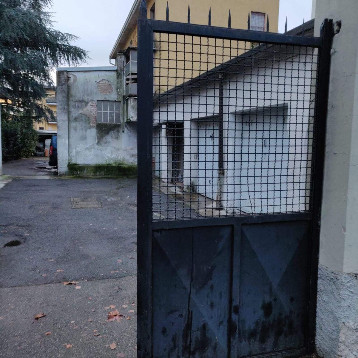 box-in-vendita-milano-via-quinto-romano-baggio-spaziourbano-immobiliare-vende-1