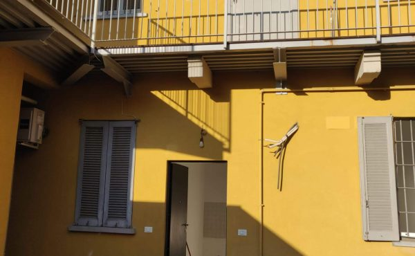 2 Locali – Baggio, Piazza Anita Garibaldi Ad.Ze