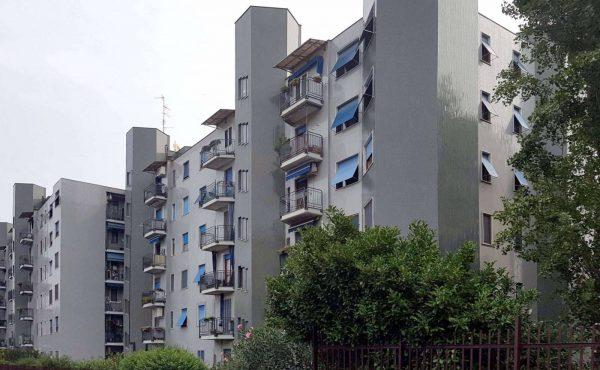 4 Locali, Via Luigi Zoja