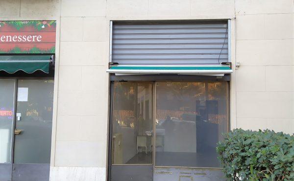 Negozio in affitto – Baggio, Piazza Sant'Apollinare